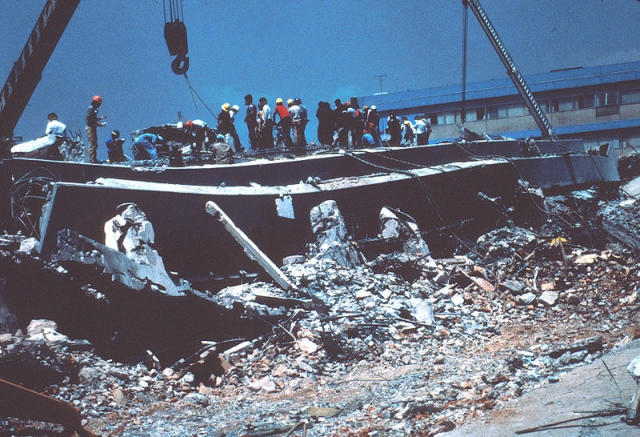 Землетрясение в Мехико. 19 сентября 1985 года в 07:18 по местному времени случилось одно из самых разрушительных землетрясений в истории Америки, магнитудой 8,1 по шкале Рихтера. Основной удар пришелся на центральные и северные районы Мехико, где жили небогатые люди, и находилось много промышленных предприятий.