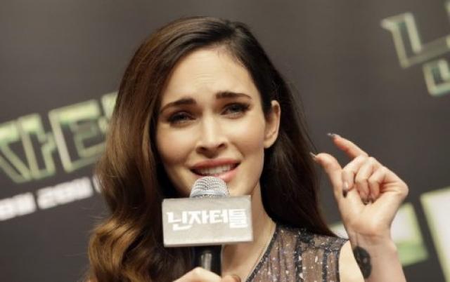 Меган Фокс. По слухам, актрисе и модели запрещено появляться в Волмарте в штате Флорида, поскольку она там украла блеск для губ, будучи подростком.