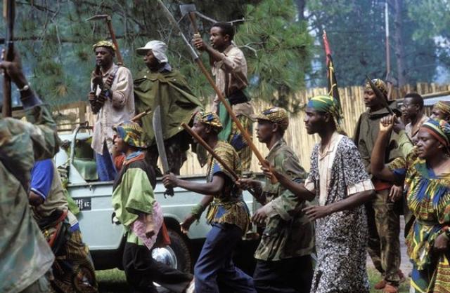 Участники ополчения использовали различное оружие, в том числе огнестрельное, которое им раздавали солдаты армии. Но в основном они в качестве оружия использовали мачете, топоры, дубины, палки, железные прутья.
