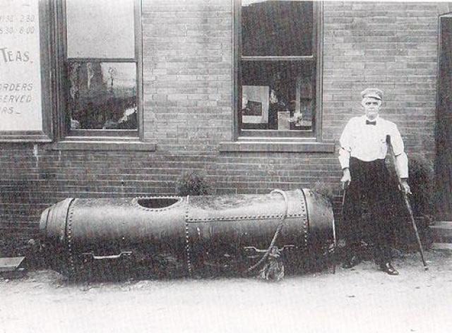 В 25 июля 1911 Бобби Лич стал вторым человеком, который спустился с Ниагарского водопада в бочке в поисках славы…