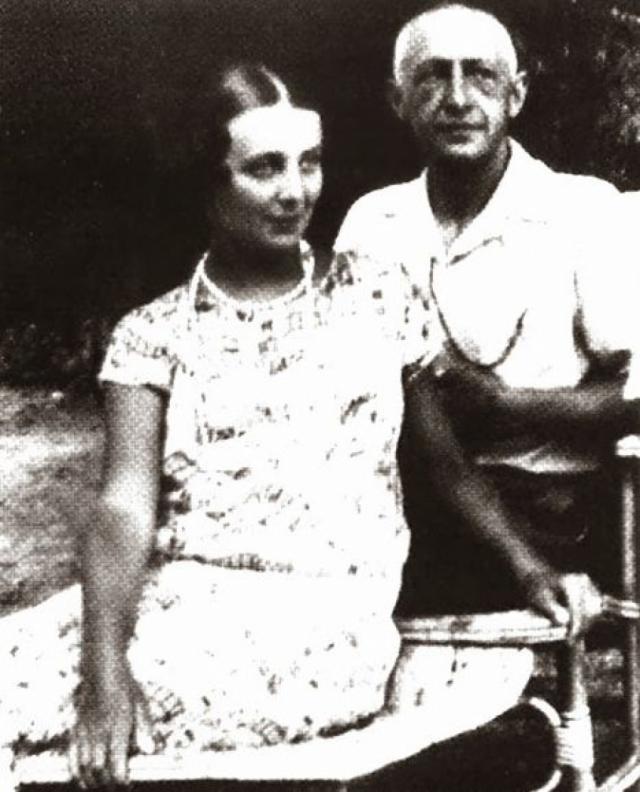 """Там он встретил свою последнюю любовь - Галину Кузнецову, а через год после начала романа, устав от тайных встреч на съемной квартире в Париже, он поселил Галину ... у себя, на вилле """"Бельведер""""."""
