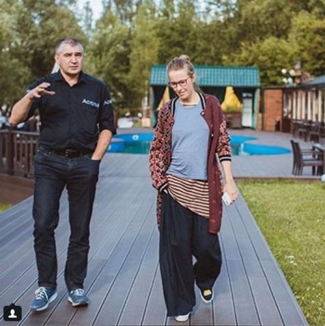 Когда все обсуждали беременный живот Ксении, СМИ выяснили, что миллионы подписчиков Собчак в соцсети не только результат популярности, но и искусственной накрутки .