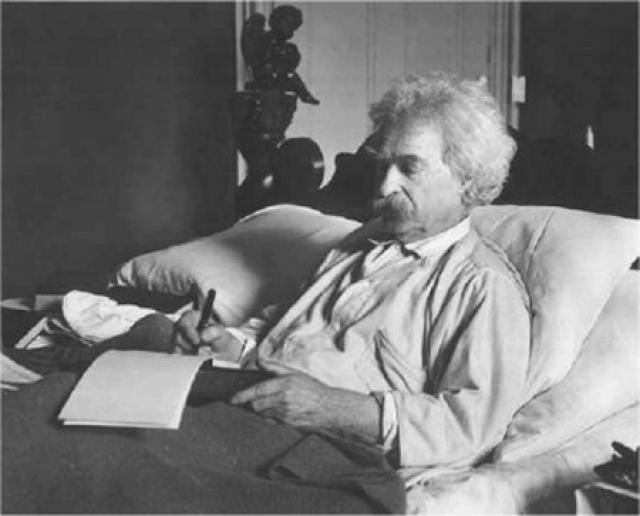 В это время он погружается в мистические искания, много занимается религиозными изысканиями. После смерти Генри Роджерса, друга и покровителя, Марк Твен получил удар. Он умер 21 апреля 1910 от сердечного приступа.