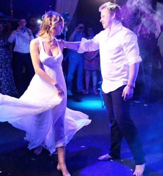 """Владимир Тарасенко и Яна Беседина. Форвард """"Сент-Луис Блюз"""" женился прошлым летом."""