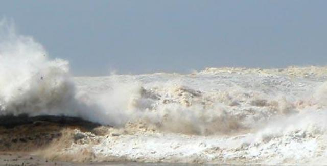 Канадец Кристиан Пиле из города Норд Бенд во время отдыха на Таиланде в 2005 году нашёл на побережье разбитую фото-камеру. К его удивлению, карта памяти устройства оказалась цела. По фото можно было отследить последние моменты в жизни владельцев, в том числе, на последнем фото в нескольких метрах запечатлено само смертельное цунами.