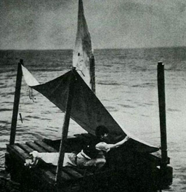 Потом его заметили американские ВМФ и даже бросили ему спасательный буй, но разразившийся шторм не дал американцам завершить спасательную миссию.