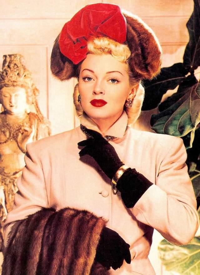 Лана Тернер, 1921-1995. Одна из самых гламурных и чувственных звезд классического Голливуда родилась в семье шахтера, а во время Второй мировой стала мечтой каждого американского солдата, воплощением пин-ап-стиля. За свою бурную жизнь она поменяла восемь мужей.