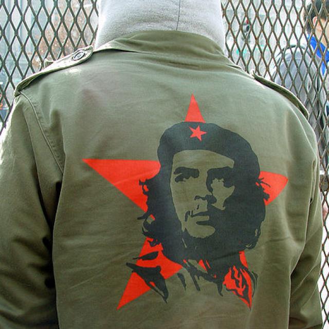 Изображение стало всемирным символом революции и мятежа и до сих пор украшает одежду неформалов.