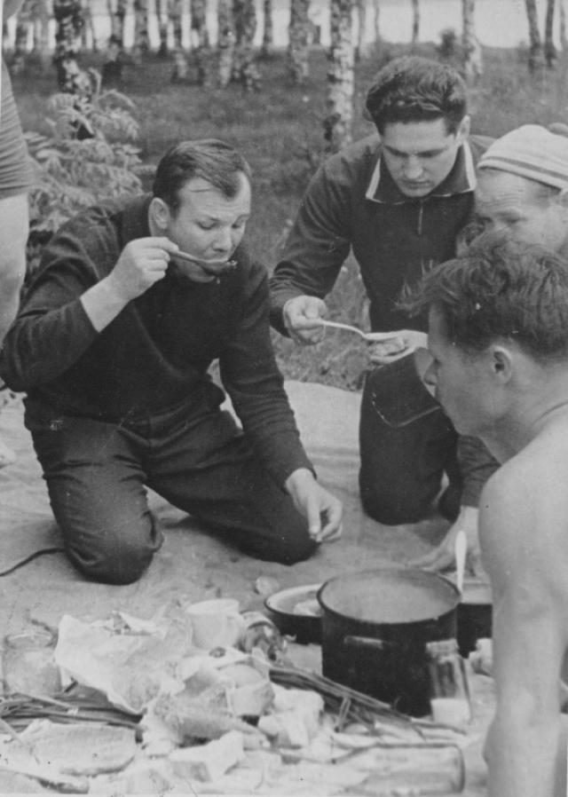 Несмотря на занятость, Гагарин находил время и для хобби, которыми были катание на водных лыжах и коллекционирование кактусов.