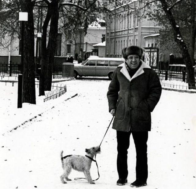 Уже в 70-х показывать номера в цирке артисту становилось все труднее – беспокоило здоровье. В 1982 году Никулин завершил свои выступления на арене и занял должность главного режиссера. Через год он стал директором Цирка на Цветном бульваре.