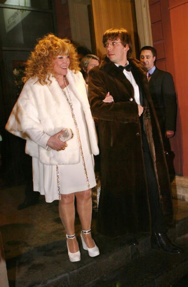 23 декабря 2011 года Алла Пугачева вышла замуж за юмориста и известного российского ведущего - Максима Галкина . Брак длится и по сей день и активно освещается СМИ.