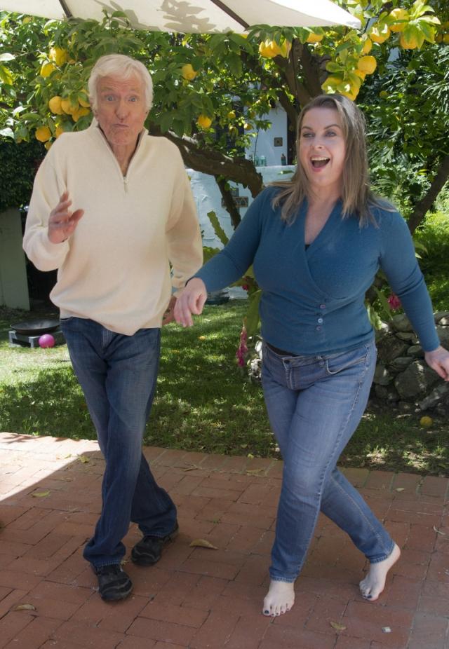 Несмотря на разницу в возрасте, их дружеские отношения быстро переросли в нечто большее, и в 2012 году Ван Дайк преподнес молодой возлюбленной кольцо с бриллиантом. на что та ответила согласием стать его супругой.