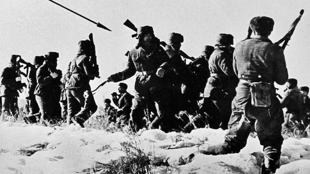 В скоротечном бою практически полностью погибло отделение пограничников под командованием сержанта Рабовича (11 человек) - в живых остались рядовой Геннадий Серебров и ефрейтор Павел Акулов, впоследствии захваченный в плен в бессознательном состоянии, подвергся многочисленным пыткам и был убит.