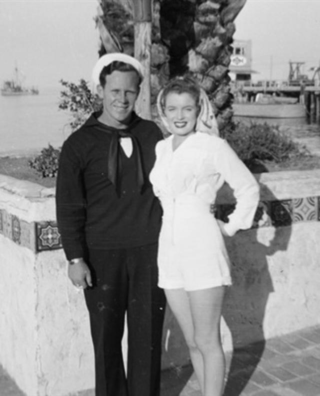 13 сентября 1946 года в Лас-Вегасе был оформлен официальный развод.