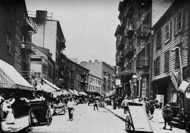 С 1820-х по 1870-е, лекторы-мужчины и женщины разъезжали по Америке, выступая с лекциями о физиологии и сексе. Многие из них после лекций продавали контрацептивные средства, в том числе и презервативы.