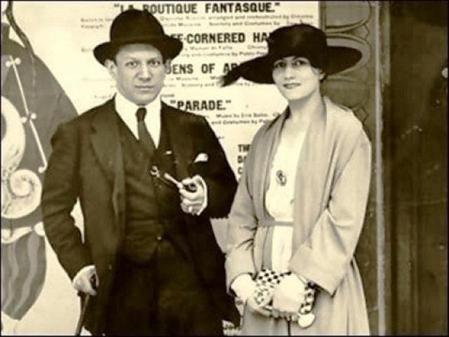 Пабло Пикассо и Ольга Хохлова. Прославленный художник познакомился с русской балериной в Риме весной 1917 года. Пикассо к этому времени уже был знаменит на всю Европу.