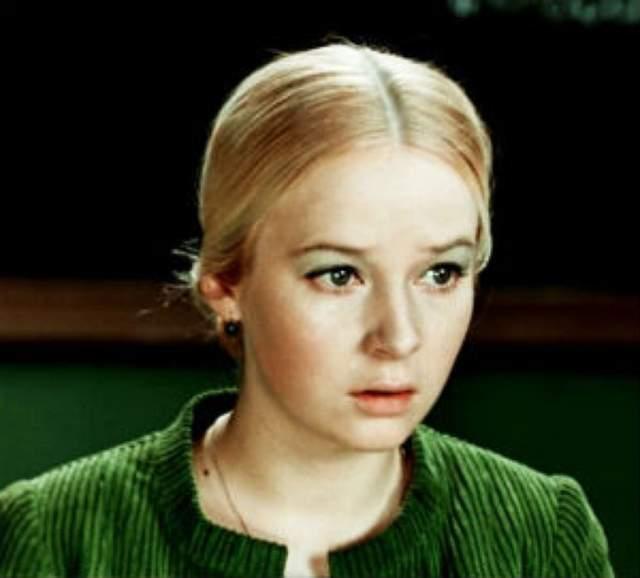 """Наталья Богунова. Пожалуй, самая звездная и всем известная роль актрисы - учительница Светлана Афанасьевна из фильма """"Большая перемена"""". Однако у девушки, казавшейся """"легкой"""" блондинкой был очень тяжелый характер."""