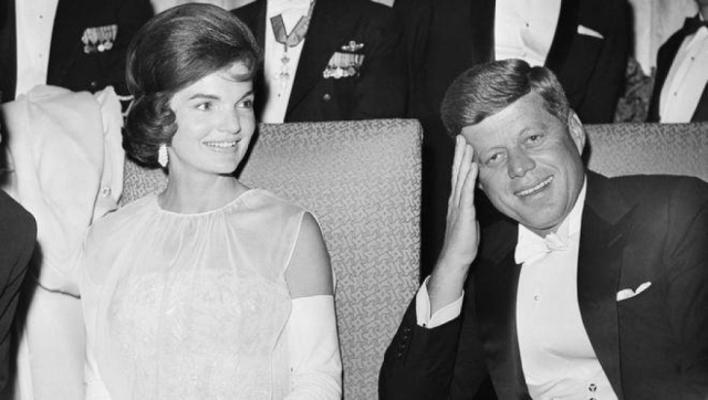 Он часто брал Монро с собой на званые ужины, причем его официальная жена Жаклин на подобных мероприятиях появлялась довольно редко.
