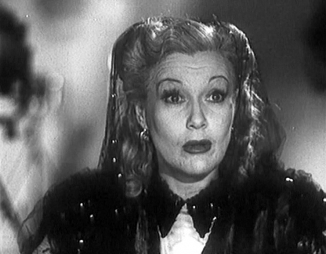 """Из большого кино Орлова ушла задолго до смерти. По мнению критиков, ее блистательная кинокарьера окончилась фильмом """"Весна"""", за главную роль в которой Орлова в 1947 году получила приз Венецианского кинофестиваля."""