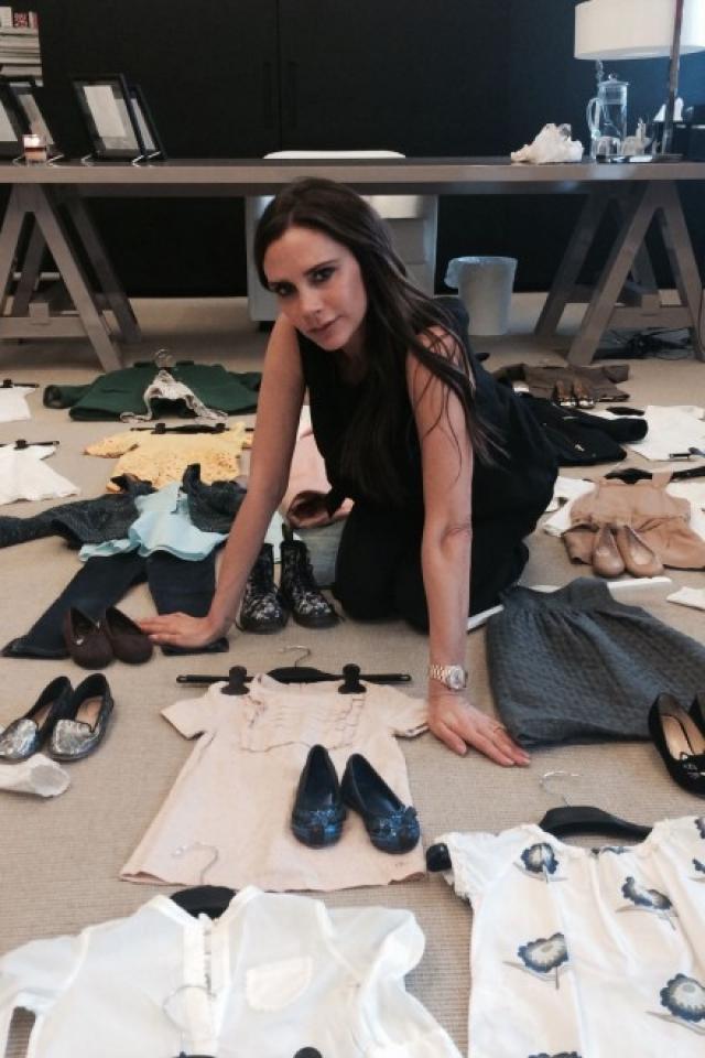 """Гораздо большую известность """"Posh"""" получила в качестве светской леди. Также, она сделала значительную карьеру в мире моды, создав линию джинсов для компании Rock & Republic, и позднее разработав свою собственную марку джинсовой одежды – dVb Style, которая является частью Beckham Brand Ltd."""