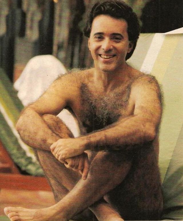 """""""Новая жертва"""". Тони Рамос. Актер запомнился телезрителям помимо прочего и своей повышенной """"волосатостью"""": на его родине об очень волосатых людях так и говорят: """"Он как Тони Рамос""""."""