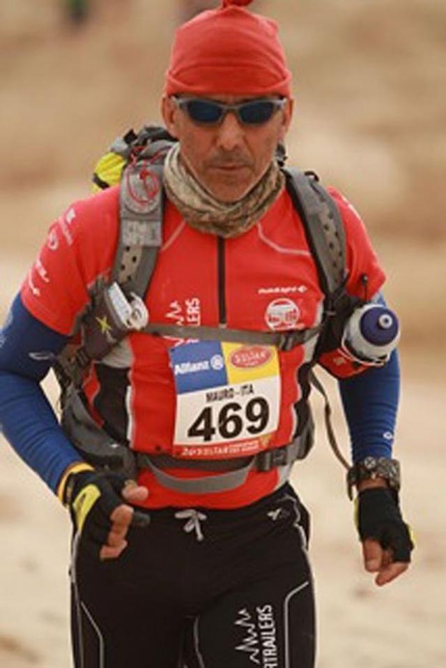 В 1994 итальянский полицейский Мауро Проспери стал участником пешей гонки по пустыне Сахара. Сразу после старта он оказался посреди песчаной бури.