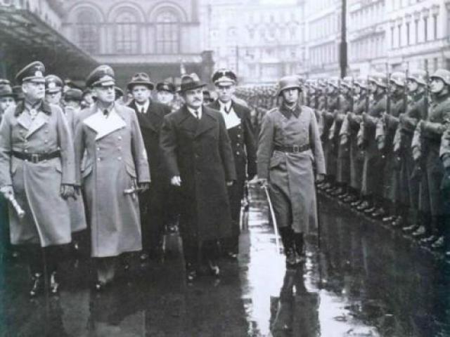 12 ноября 1940 года поезд с советской делегацией прибыл в Берлин; среди встречающих были Риббентроп и фельдмаршал Кейтель. Серьезность намерений СССР на этих переговорах подчеркивает тот факт, что в составе советской делегации в столицу Германии прибыло более 60 человек, специалисты по всем вопросам - экономическим, военным, политическим и другим, которые могли быть затронуты.