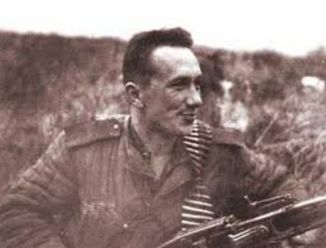 Преследовали неудачи Смирнова и в частной жизни. Мало кто знает, что Призван на фронт в октябре 1940 года. Был командиром огневого взвода, в составе своего подразделения Алексей Смирнов принимал участие в боях на Западном, Брянском, 1-м Украинском и 2-м Белорусском фронтах, ходил в разведку и неоднократно отправлялся в тыл врага.