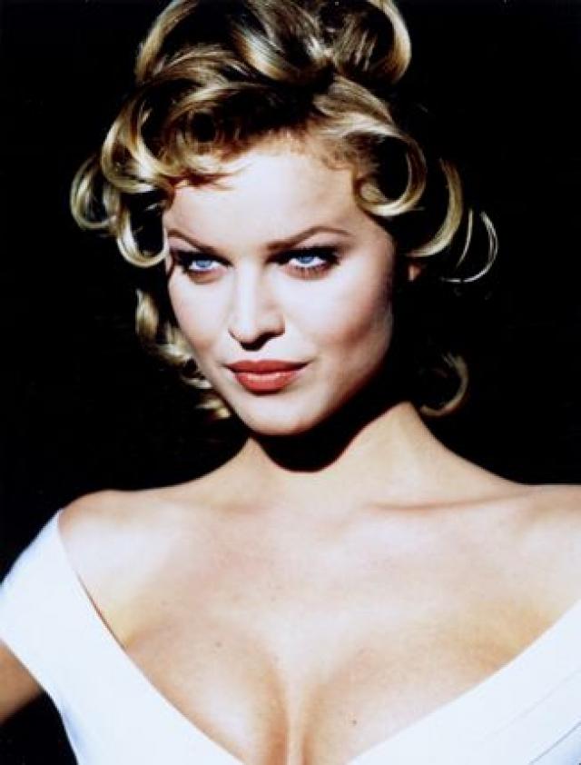 Ева Герцигова. Первых успехов чешская модель добилась в 1989 году, когда заключила контракт с L'Oreal. Настоящая слава пришла к Еве после подписания контракта с Wonderbra, известной маркой белья.