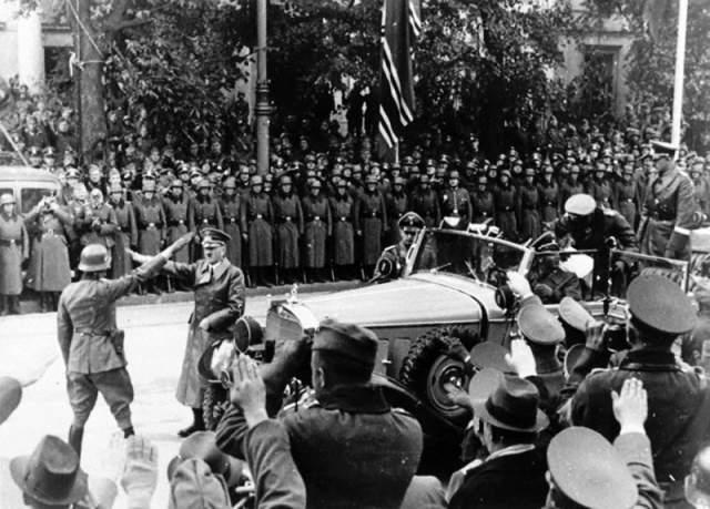 22 ноября 1939 года на пути следования кортежа Гитлера в Варшаве были заложены 500 килограммов взрывчатки, но по неизвестной причине бомба не сработала.