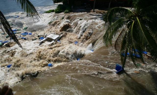 Цунами практически полностью уничтожило прибрежную инфраструктуру на востоке Шри-Ланки и северо-западного побережья Индонезии. Ущерб от цунами составил около $10 млрд. Погибло, по разным оценкам, от 225 тыс. до 300 тыс. человек, но подлинное число погибших не известно, так как множество людей было унесено водой в океан.