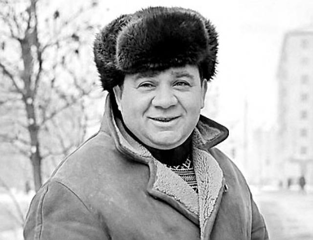 """На это Леонов грустно сказал: """"Ну, разумеется, ведь он - Штирлиц, а я всего лишь дурак из """"Полосатого рейса"""""""" . По воспоминаниям режиссера было заметно, что актер очень удивлен, потому что не привык, что ему не уделяют внимания."""