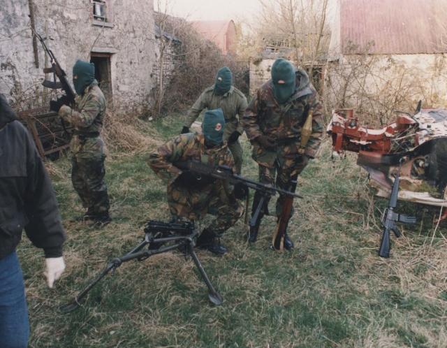 Военизированная группировка ИРА несет ответственность за многочисленные смерти и террористические акты. Ее цель - искоренение Северной Ирландии и единого ирландского правительства.