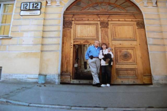 Кстати, у звезды русские корни. Его дедушка Григорий Ге играл в Александринском театре. Дядя, Грегори Гайе, родился в Санкт-Петербурге, а в 1917 году эмигрировал. В Петербурге до сих пор живут родственники звезды Голливуда.