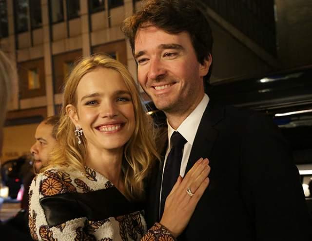 В апреле 2018-го пресса засудачила о том, что, мол, у Водяновой новое украшение на руке, больно напоминающее обручальное кольцо. Но свадьбы с бизнесменом у них все еще не было.