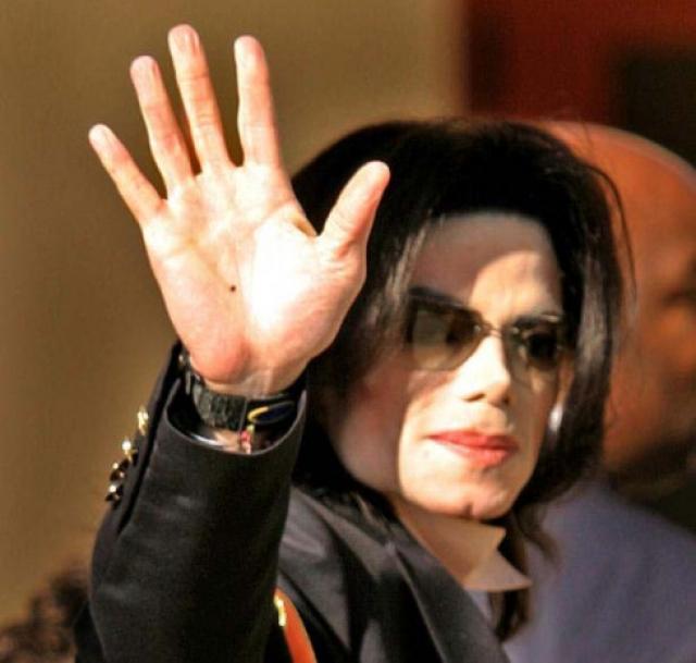 Майкл Джексон. Король поп-музыки умер 25 июня 2009 года. Его врач Конрад Мюррей сделал Джексону инъекцию пропофола, которая оказалась для него смертельной.