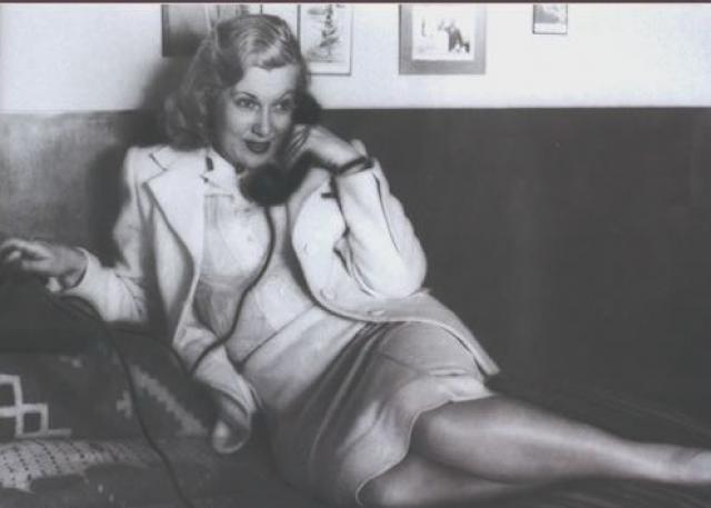 У актрисы на даче была прямая связь с Кремлем. Раньше, когда номеров в Москве не было, связь устанавливалась через коммутатор. Телефонистки знали, что Любовь Орлову надо соединять со Сталиным мгновенно.