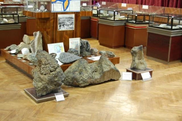 Глыба находилась в вечной мерзлоте на глубине 13 метров. Находка позднее была отправлена в геологический музей Северо-Восточного комплексного научно-исследовательского института. Предполагается, что метеорит упал 3–6 тыс. лет назад.