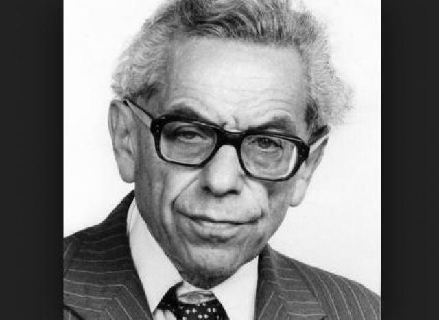 Пал Эрдеш. Математик, появившийся на свет в Будапеште начал покорять науку еще дошкольником, когда на спор научился перемножать в уме четырехзначные числа.