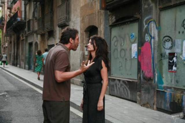 """Их отношения перешли из дружеских в любовные много лет спустя, во время работы над романтической трагикомедией Вуди Аллена """"Вики Кристина Барселона"""", где они изобразили бывших супругов, которые не могут забыть друг друга."""