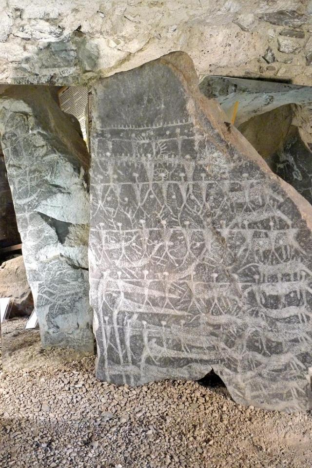 А это петроглифы итальянской долины Валь-Камоника в Южных Альпах.