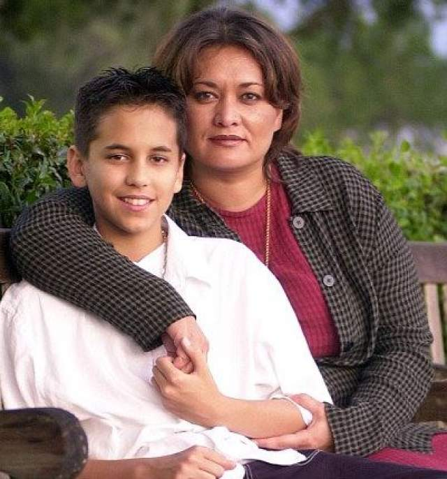 Отцовство Тома было подтверждено генетическим тестом, однако, несмотря на то, что решением суда он был вынужден платить алименты, контактировать с сыном, прославленный отец не спешил.