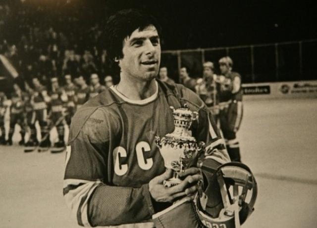 В ходе серии игр с канадскими профессионалами в сентябре 1972 года Валерий получил действительно всеобщее признание в международном хоккее. При подведении итогов встреч организаторы ни раз признавали Харламова лучшим игроком в составе сборной СССР.