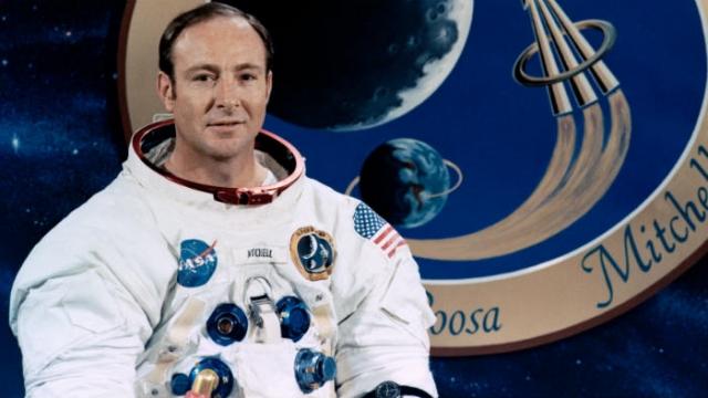Эдгар Митчелл. Астронавт, участник миссии Аполлон 14 в 1971 году, уверен, что НЛО ведут наблюдения за нашей планетой.