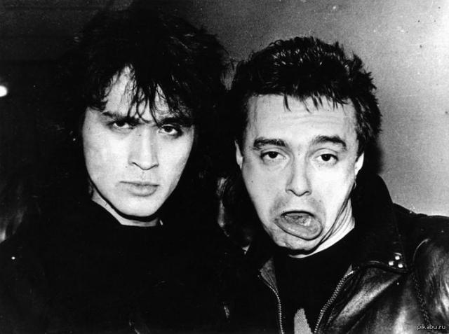 """Весной 1986 года на рок-фестивале познакомился с лидером """"Алисы"""" Кинчевым. Но сблизились они когда уже Виктор перебрался в Москву."""