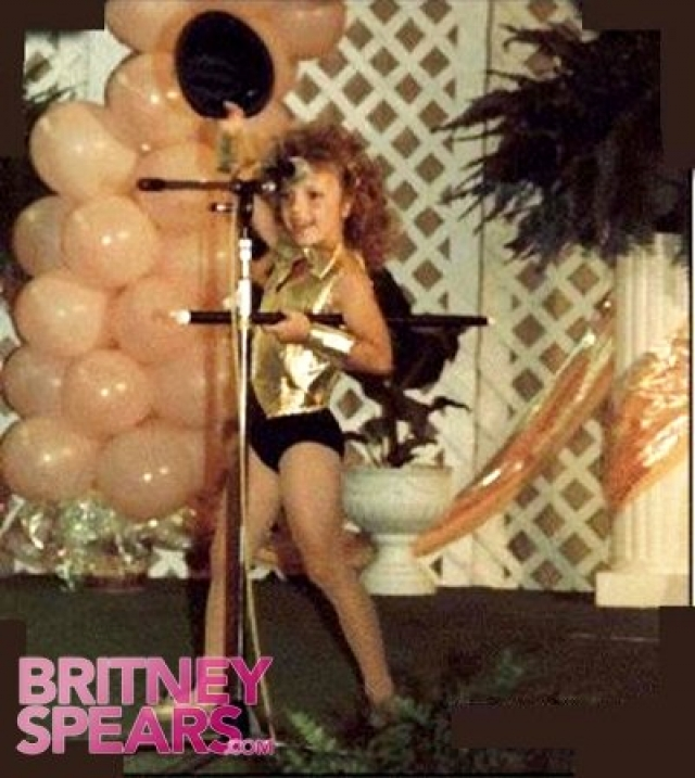 """Оставив в родном городе мужа и старшую дочь, мама Бритни отвезла дочурку в Нью-Йорк и попыталась устроить в знаменитый """"Клуб Микки Мауса""""."""