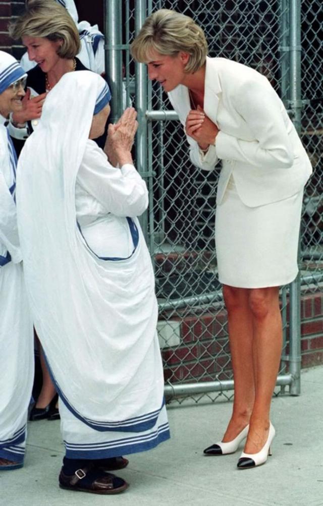 Принцесса Диана и Мать Тереза.