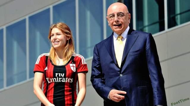 """Сейчас она входит в состав директоров его медиахолдинга FinInvest и является вице-президентом футбольного клуба """"Милан"""", которым владел 30 лет Берлускони."""