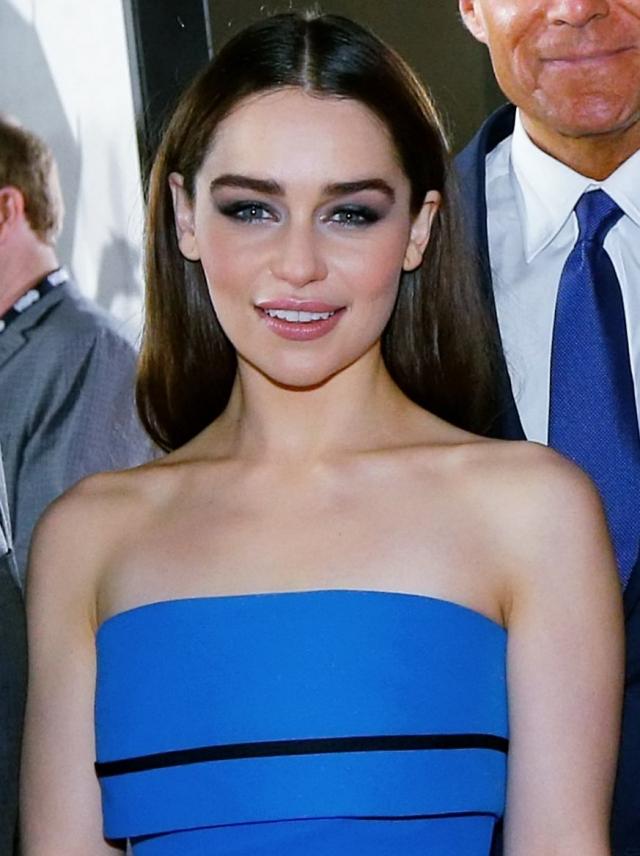 """Эмилия Кларк. Не каждый узнает британскую актрису без белоснежного парика из """"Игры престолов""""."""