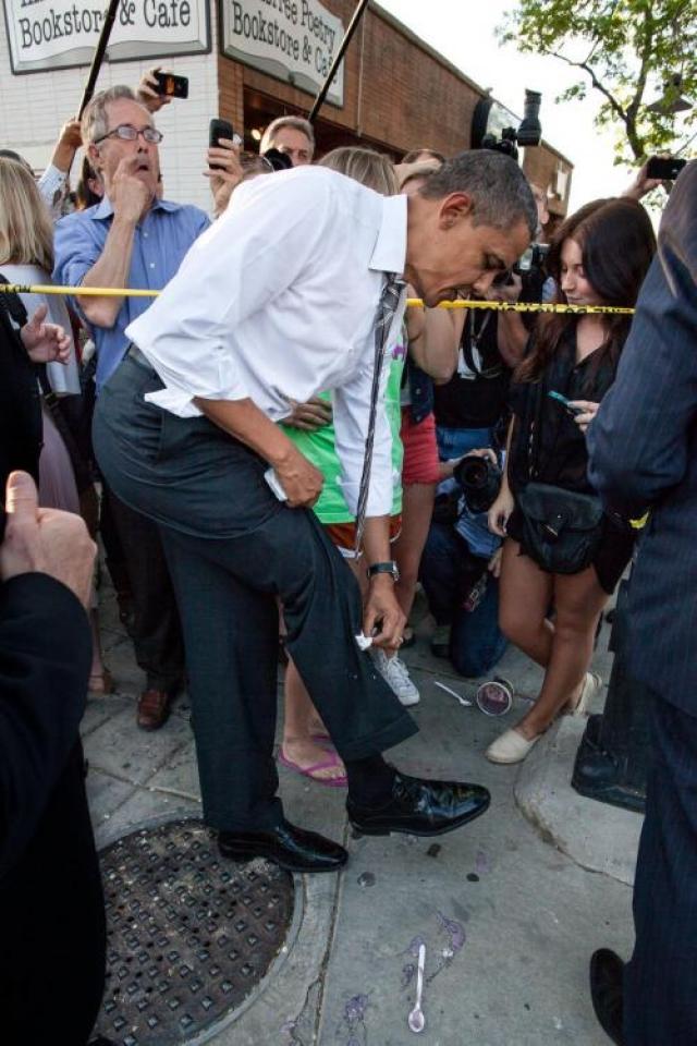 44-му президенту США Бараку Обаме с продуктами питания повезо больше, чем Джорджу Бушу. 24 апреля 2012 года студентка Колорадского университета Колби Зербест поставила йогурт на землю, чтобы пожать руку президенту, а кто-то в это время случайно пнул стаканчик.